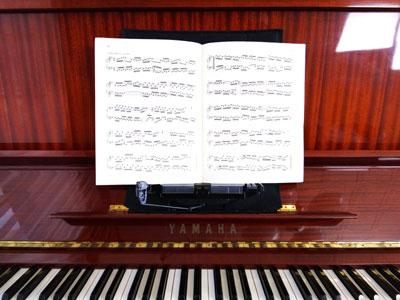 ピアノの上に載せる